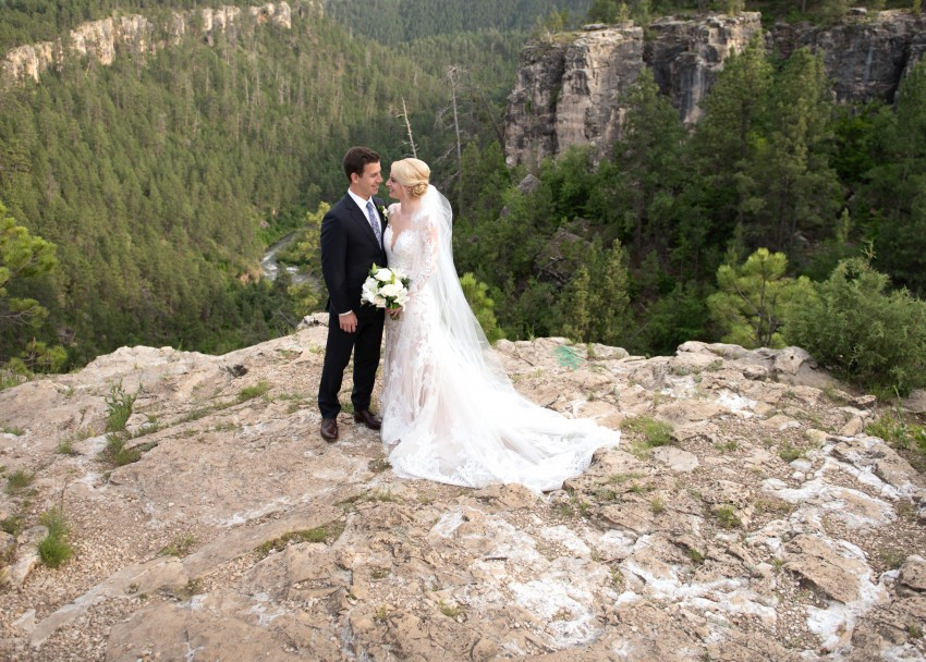 8 Things to Include on your Wedding Website Featured Image