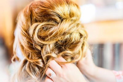 Tips for Choosing the Right Bridal Hairstyle Featured Image