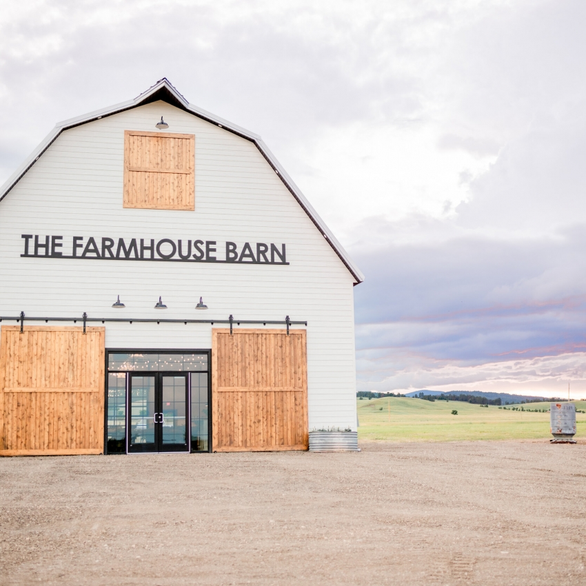 The Farmhouse Barn Vendor Photo